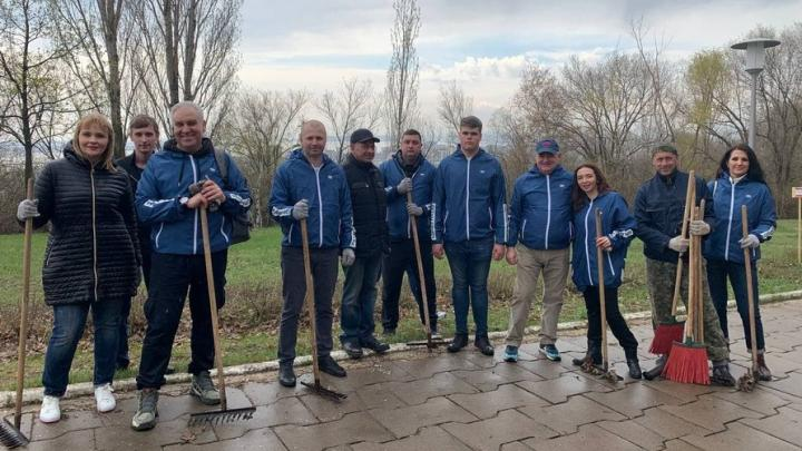 Депутаты областной Думы вышли на всероссийский субботник