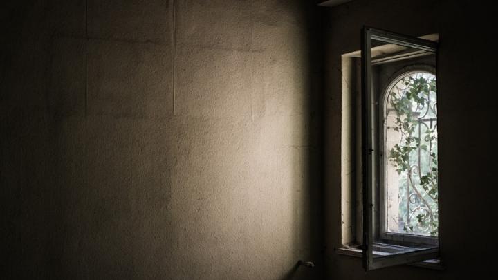 Трехлетний мальчик выпал из окна в Заводском районе