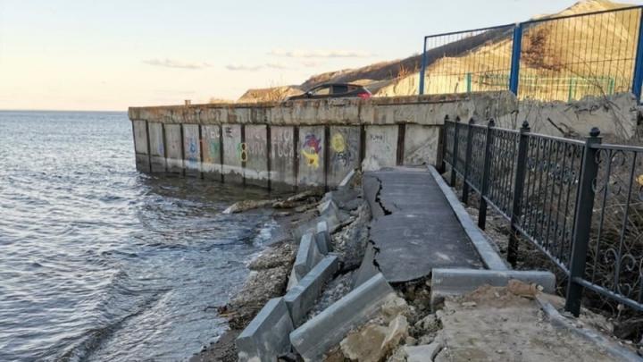 Жители Красноармейского района пожаловались на разбитую набережную