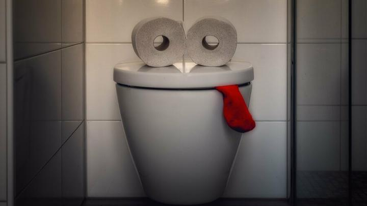 Каждый пятый россиянин признался, что стесняется на работе сходить в туалет
