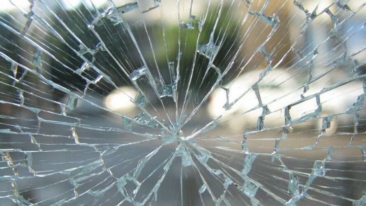 Водители врезались в столбы в похожих ДТП в Саратове