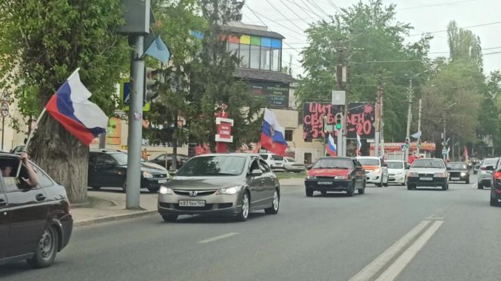 Саратовцы устроили праздничный автопробег к Дню Победы | ВИДЕО
