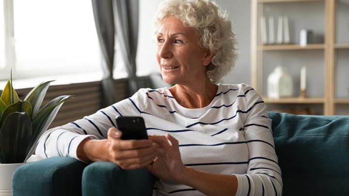 МегаФон: российские пенсионеры получат скидку на связь