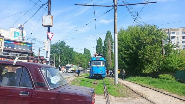 На Политехнической в Саратове прервано движение трамваев № 9 и 10