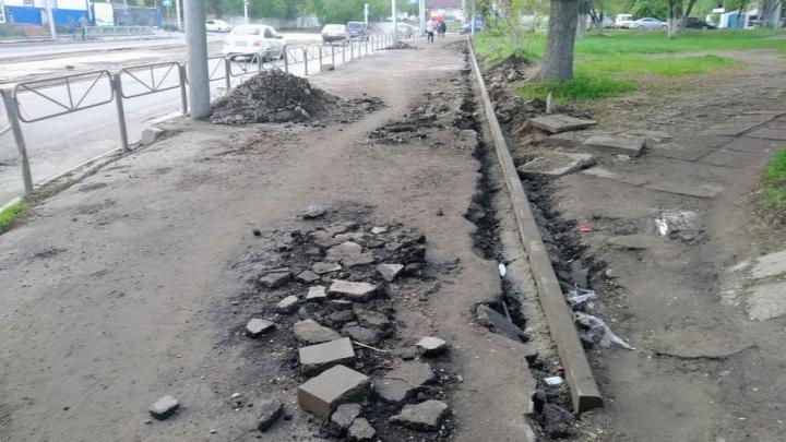 Очередные три участка тротуаров отремонтируют в Саратове до конца июля