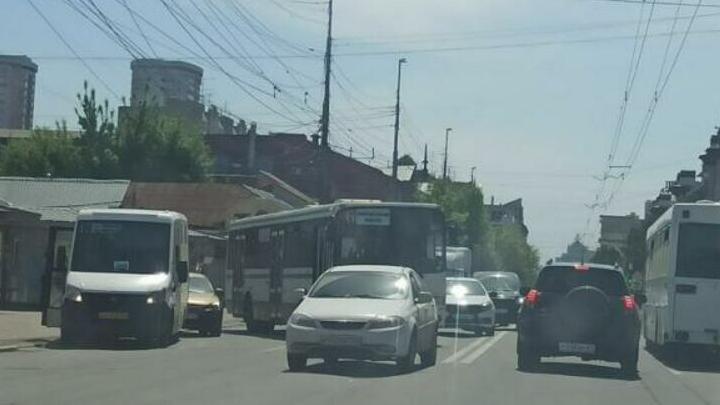 Перевозчик 6-го маршрута расследует ДТП у Детского мира в Саратове