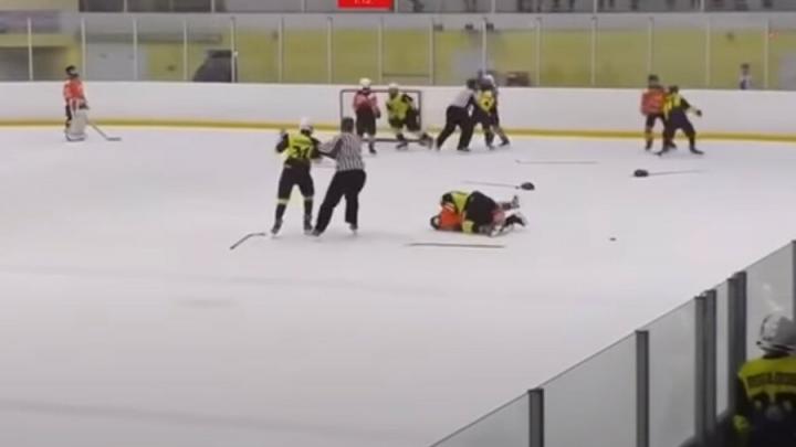 Зачинщиков массовой драки на детском хоккейном турнире наказали