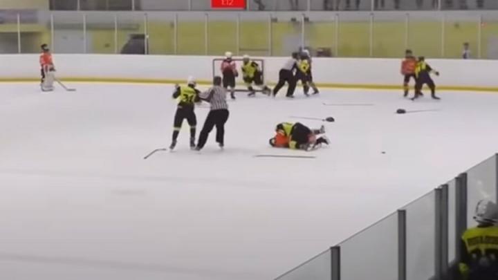 Полиция проверит обстоятельства драки юных хоккеистов