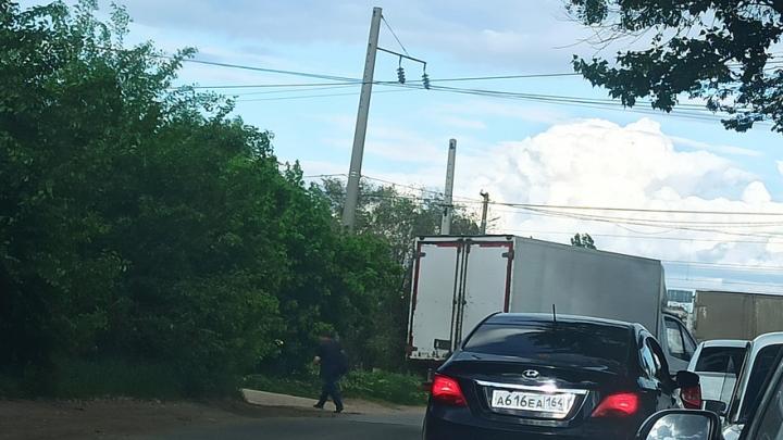 Саратовские автохамы вклинивались в общую колонну машин на Сокурском тракте