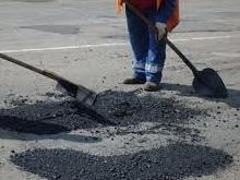 В Сторожевке после бунта начали ремонтировать дороги