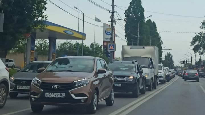 Огромная пробка на мосту Саратов – Энгельс из-за ДТП