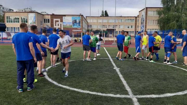 Боксеры сыграли в футбол со сборной врачей городской клинической больницы на призы Балаковской АЭС