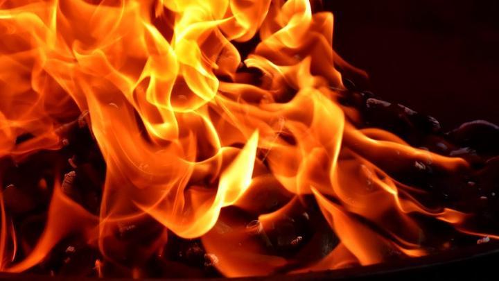 Пожар в Саратове угрожал двум семьям