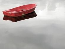 Женщину с ребенком в лодке унесло течением