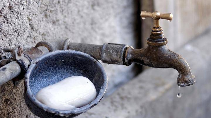 Опубликованы адреса подвоза воды: воду в Саратове отключат по всему городу