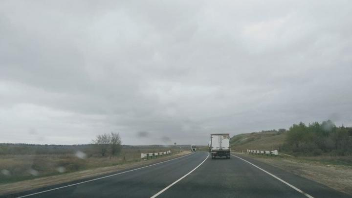 Водитель «Нивы» погиб на трассе в Саратовском районе после столкновения с грузовиком
