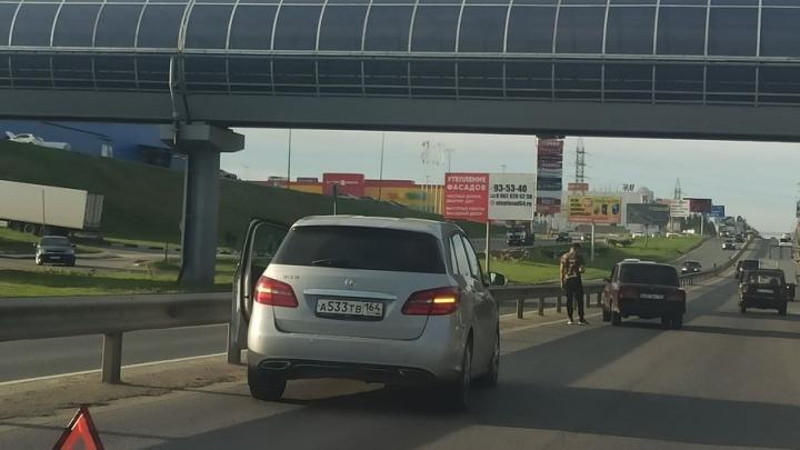 «Семерка» и Mercedes столкнулись на выезде из Саратова
