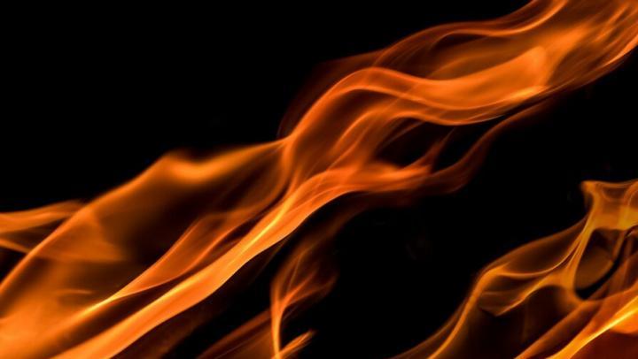 Пожилая женщина пострадала на пожаре в Саратове