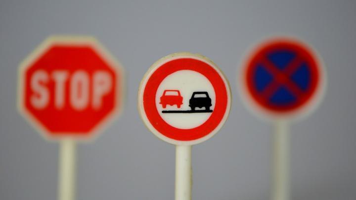 Более 400 новых дорожных знаков установят в Энгельсе