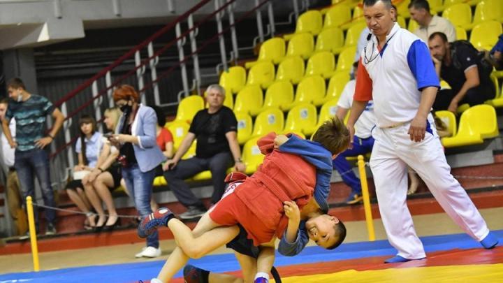 Юношеский чемпионат по самбо прошел в Саратове: участвовали более 30 регионов и Беларусь
