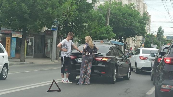 На Чапаева в Саратове пробка из-за ДТП