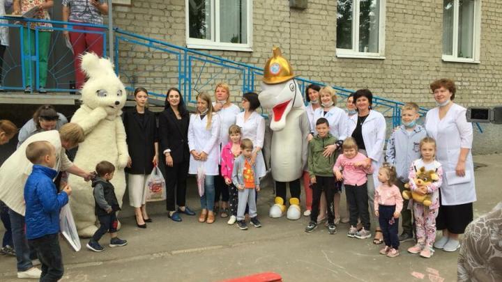 Праздник для детей устроили саратовские врачи