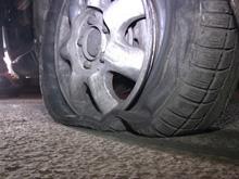 Полицейские 13 раз выстрелили по колесам автомобиля нарушителя