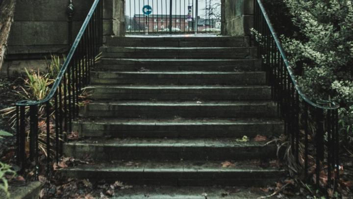В Ленинском районе Саратова отремонтируют 11 лестниц