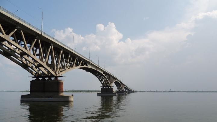 Мост Саратов-Энгельс будут закрывать на ночь: замена асфальта
