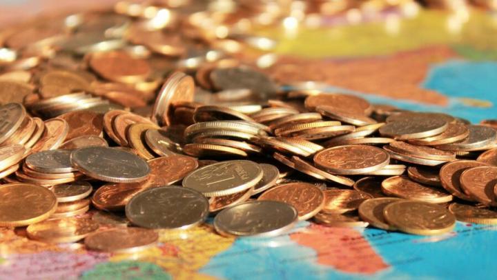 Более половины россиян готовы платить повышенные налоги ради помощи бедным