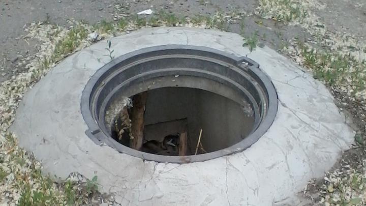В Саратове снова появились открытые канализационные люки