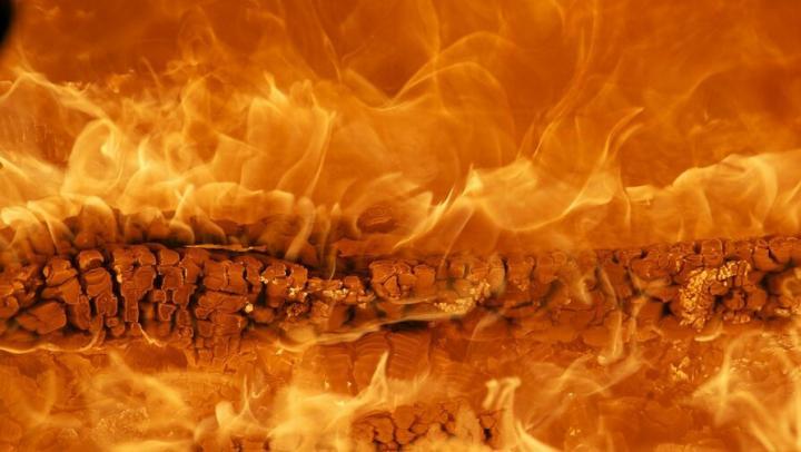 Пожар охватил частный дом под Ивантеевкой