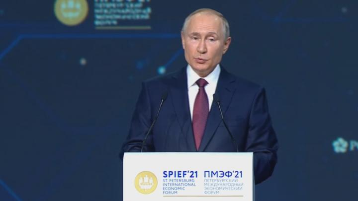 Владимир Путин предложил продлить льготную ипотеку на год