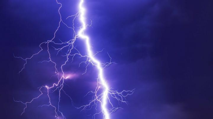 Грозы и шквальный ветер надвигаются на всю Саратовскую область