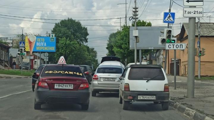 Тройная авария на Соколовой в Саратове создала серьезную пробку