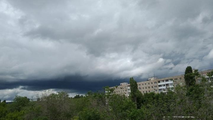 Саратовцев снова предупреждают о грозах и ливнях