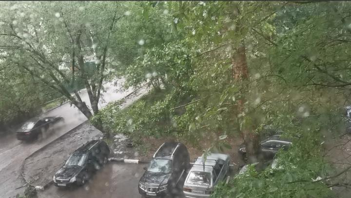«Спасайся, кто может»: потоп и град в Саратове | ВИДЕО