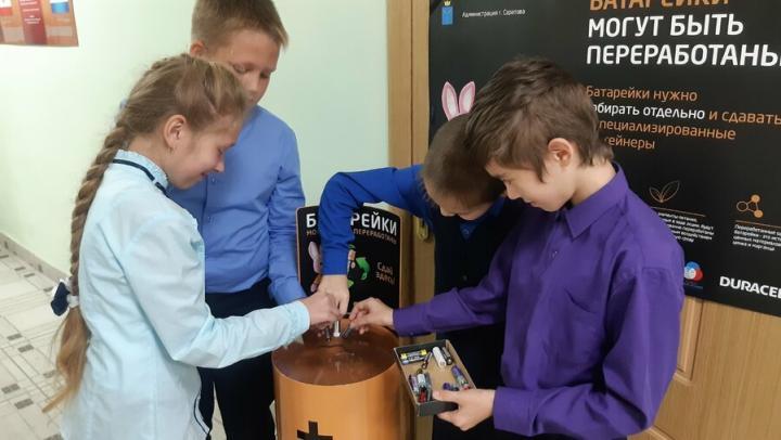 Школьники области в рамках акции «Сдаем вместе!» собрали почти 1,4 тонны батареек