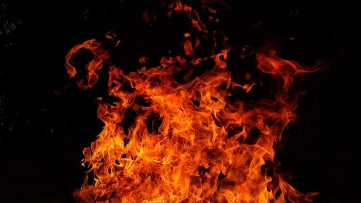 Вчера на Томской не только тонул «ВАЗ», но и горела квартира