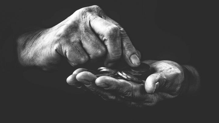 Жительница Энгельсского района ограбила 74-летнего дедушку
