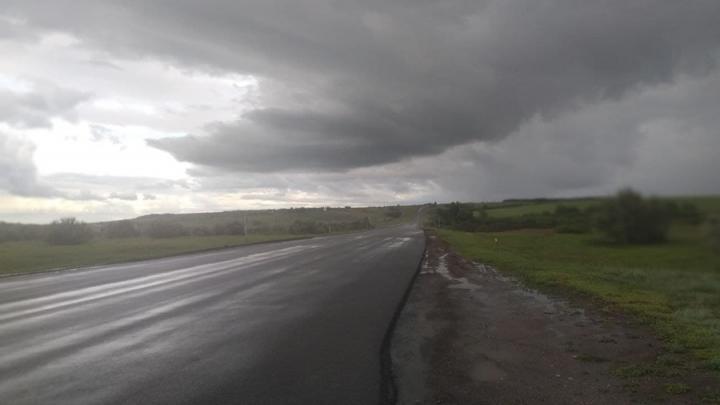 У Балаковской АЭС фура протаранила три автомобиля и опрокинулась на дорогу