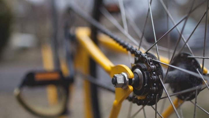 Двух велосипедистов сбили в Саратове