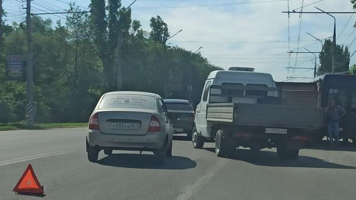 Три автомобиля столкнулись на выезде из Энгельса