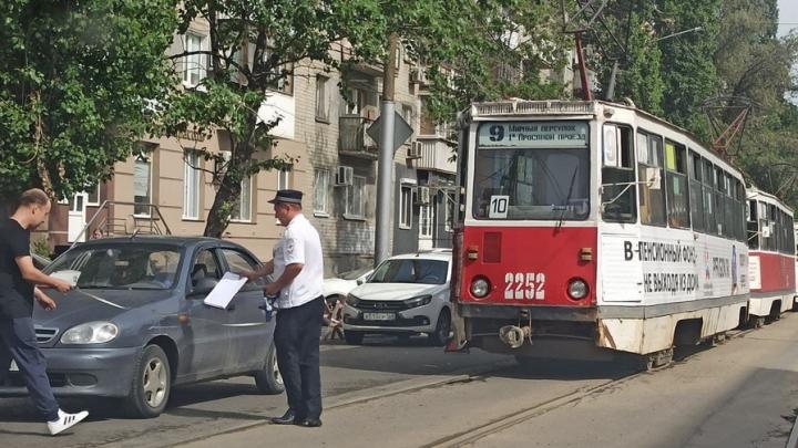 У театра драмы в Саратове из-за ДТП встали трамваи
