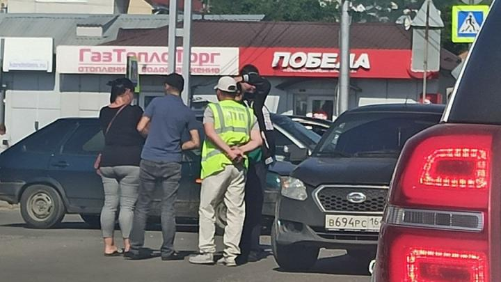 Datsun и «девятка» заблокировали движение на Соколовой в Саратове