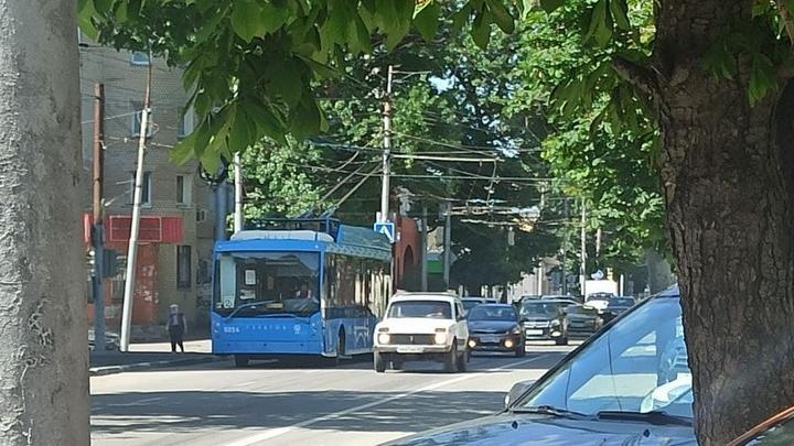 На Чернышевского встали троллейбусы из-за обесточки