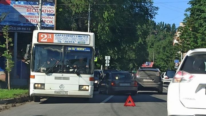 У Соколовой горы в Саратове серьезная пробка из-за аварии