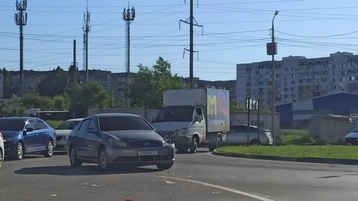 Nissan разбился в Солнечном после столкновения с «Газелью»