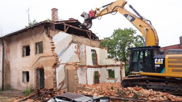 Администрация Заводского района ищет подрядчика для сноса двух домов