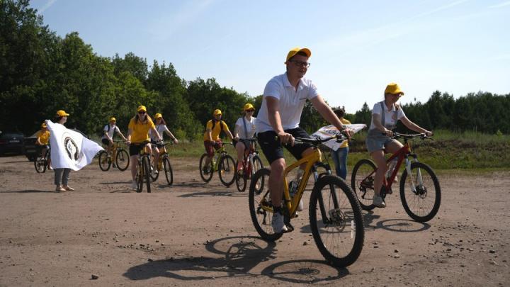 Молодые специалисты Саратовского НПЗ провели велопробег в честь Дня молодежи